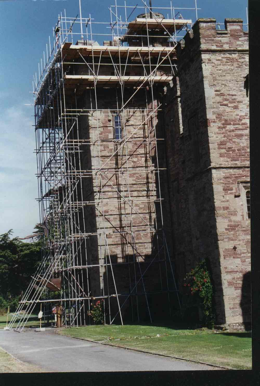 1dgatehouse-scaffold.jpg
